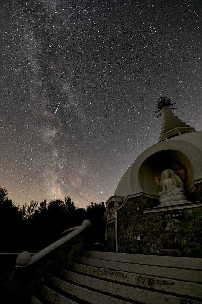 Milky Way and Jupiter over Peace Pagoda by Dan Lubbers