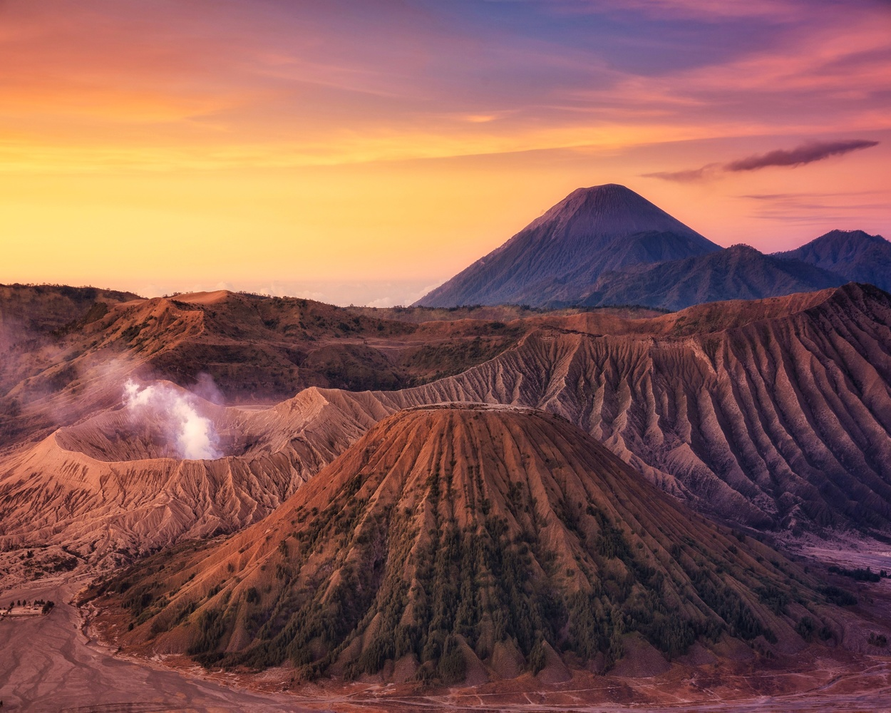 Sunrise colors in Bromo by Efren Yanes