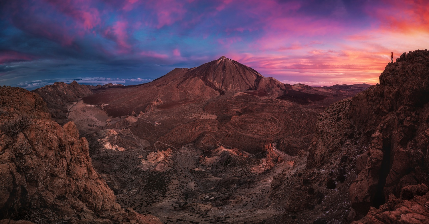 Sunrise colors on the top by Efren Yanes