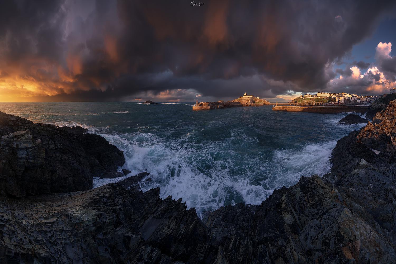 Tapia under storm by David López García