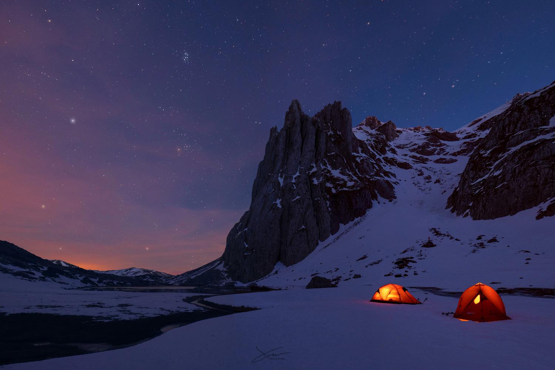 Snow and stars by Alejandro García Bernardo