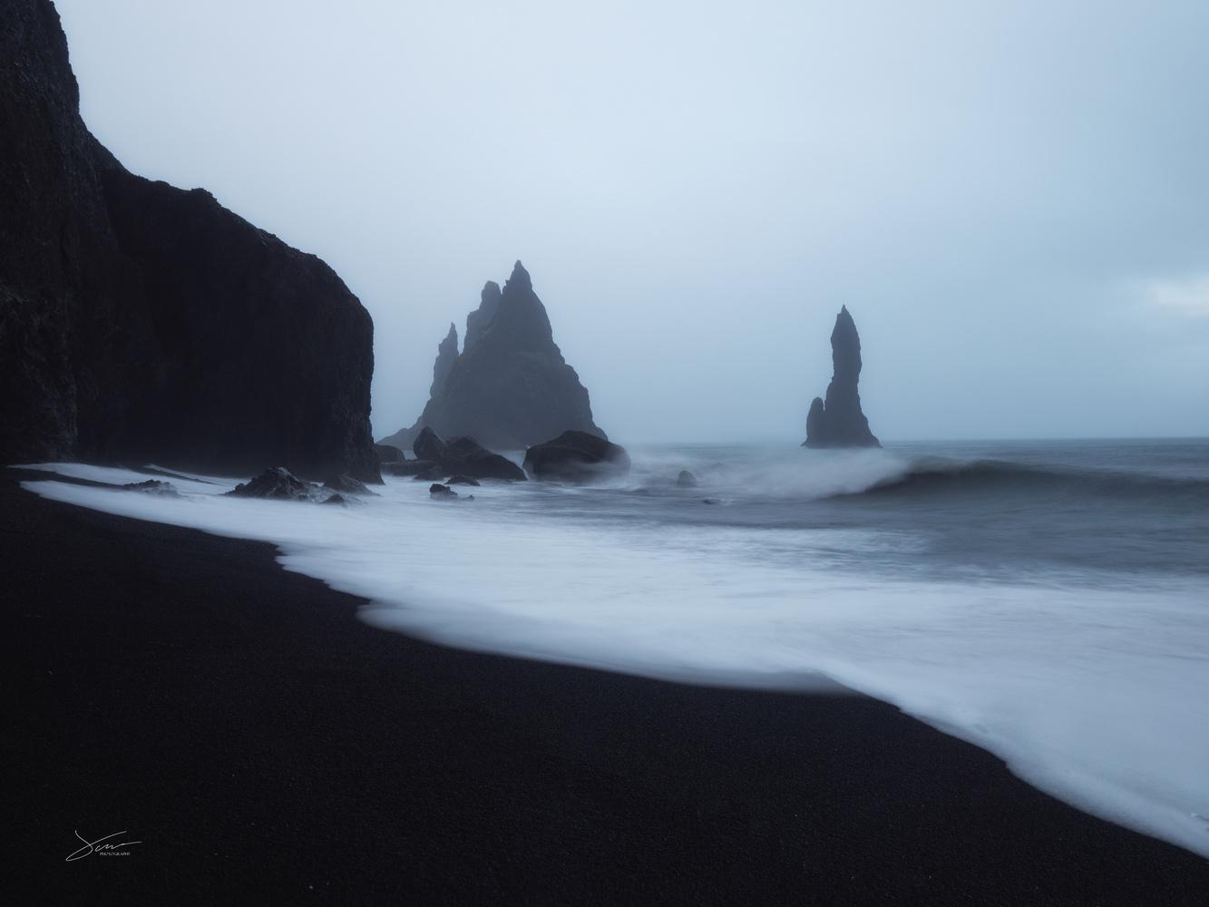 Black beach by Alejandro García Bernardo