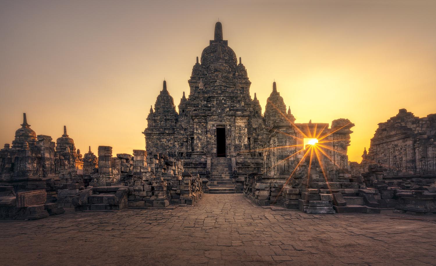 Prambanan Sun by Daniel Viñé