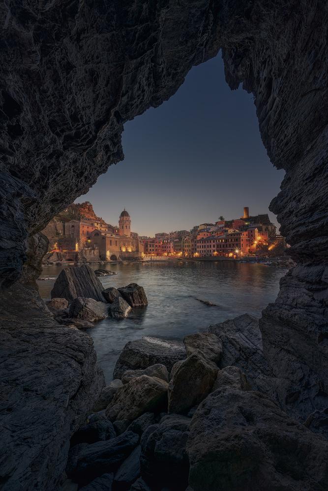 Cave of Vernazza by Daniel Viñé