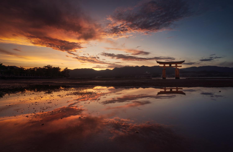 Sunset in Japan by Daniel Viñé