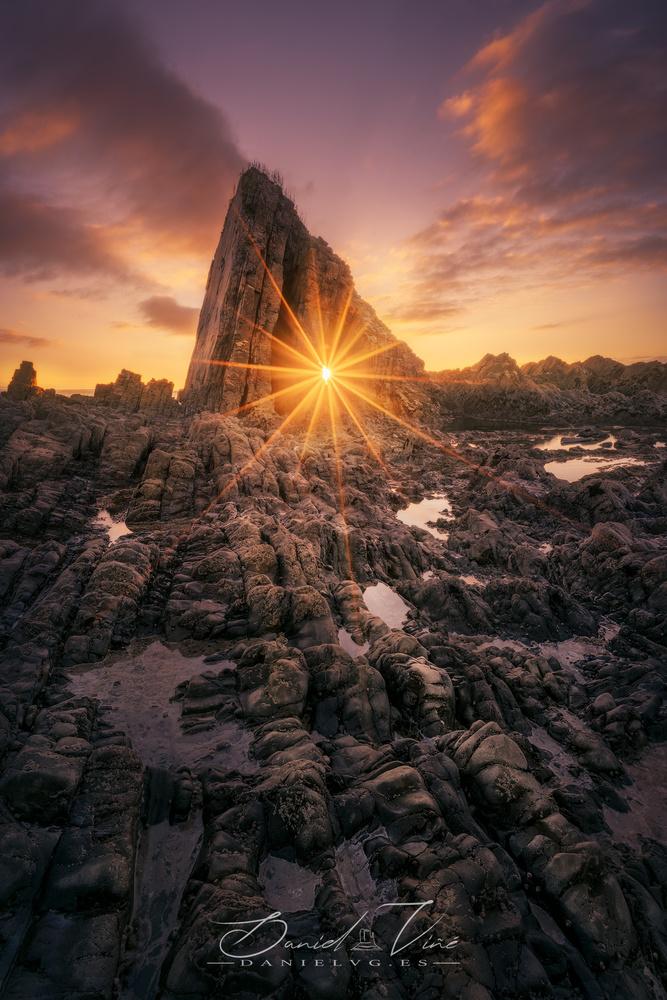The Big Rock by Daniel Viñé