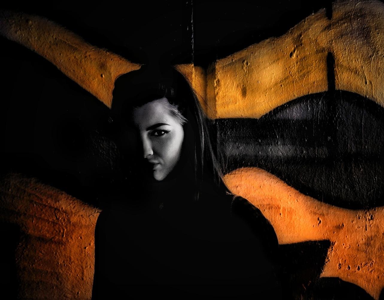 Black and Gold by Tony Hetherington