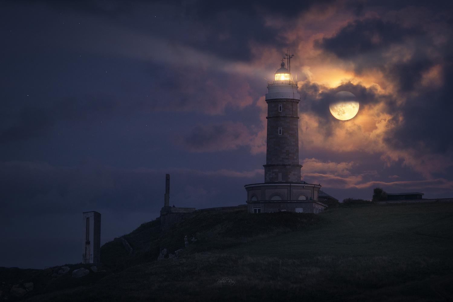 Full moon by Pablo Ruiz Garcia
