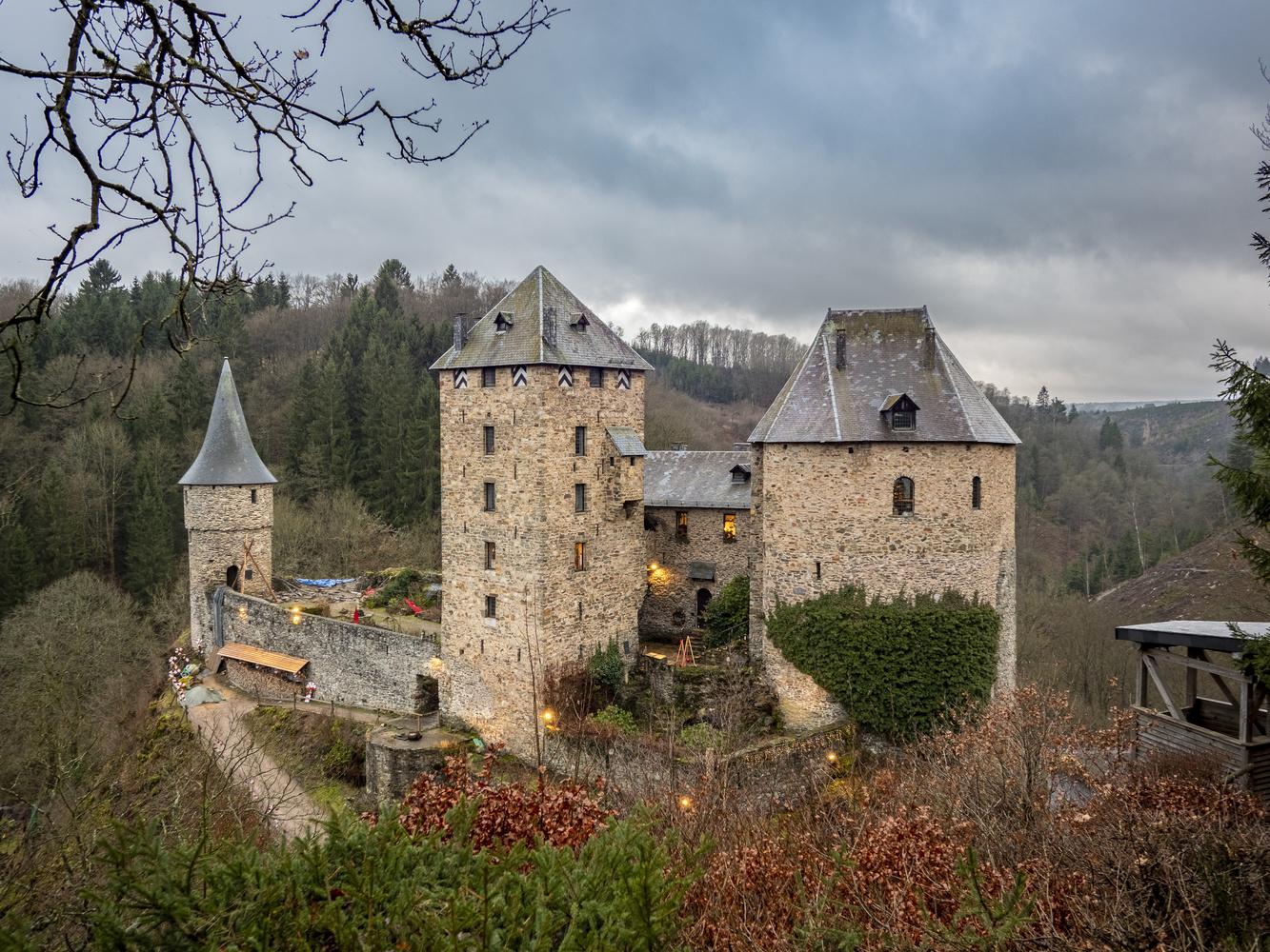 reinhardstein castle by Richard Gale