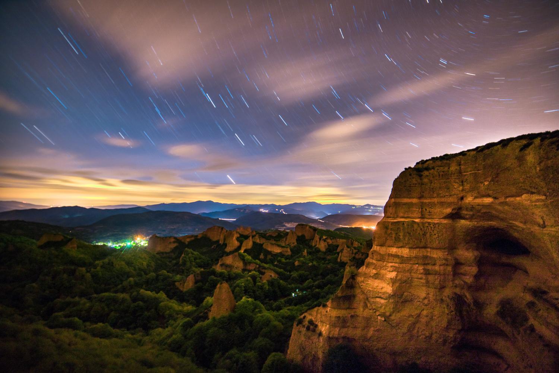 Las Medulas Night Time by Tiago Marques