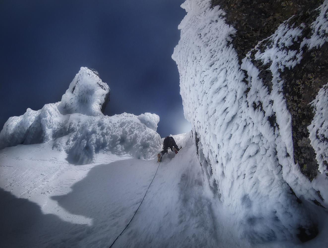 Winter climbing by Rubén Vela Martín