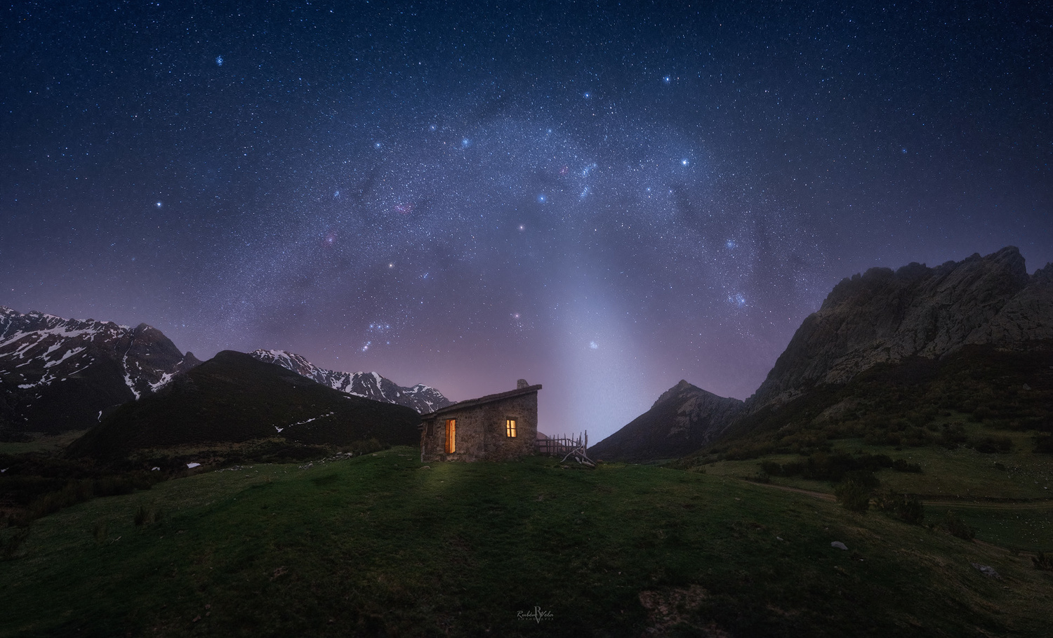 The warmth of a shelter on those cold nights by Rubén Vela Martín