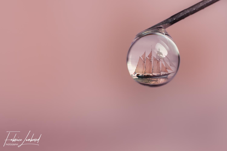 Bateau en reflet by Fabrice Lombard