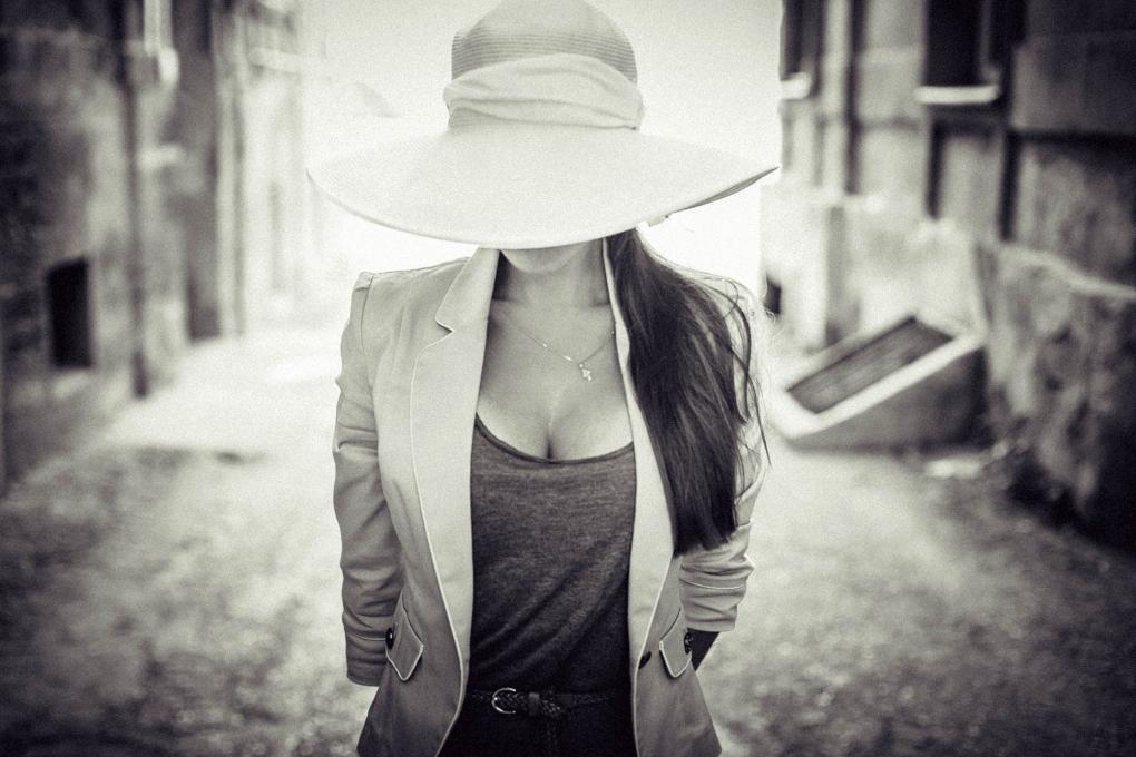 woman in hat by Oleg Nagel