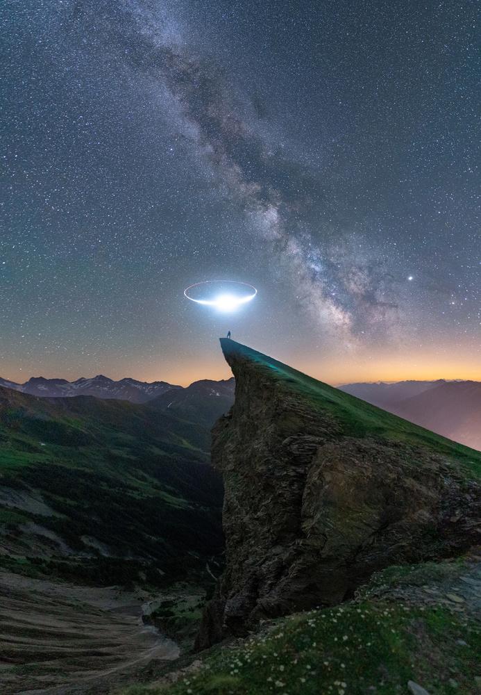 Circle of light by Fabian Pfeifhofer