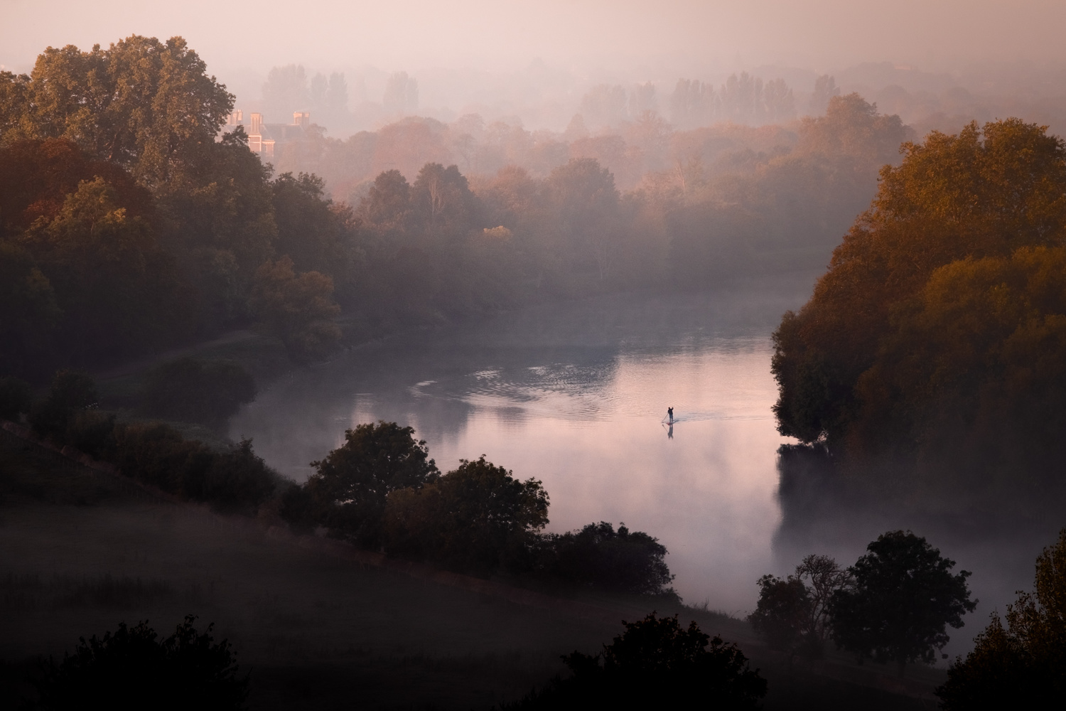 Paddleboarder on the Thames by Julian Macedo