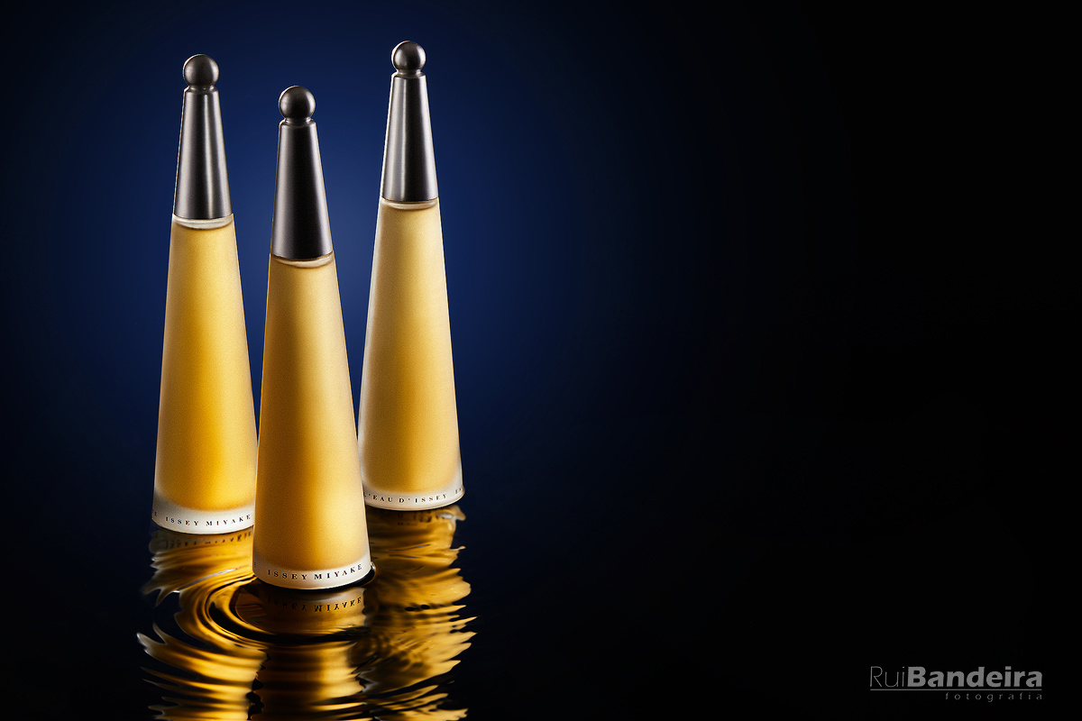 """""""LEau D´Issey"""" perfume on water by Rui Bandeira"""