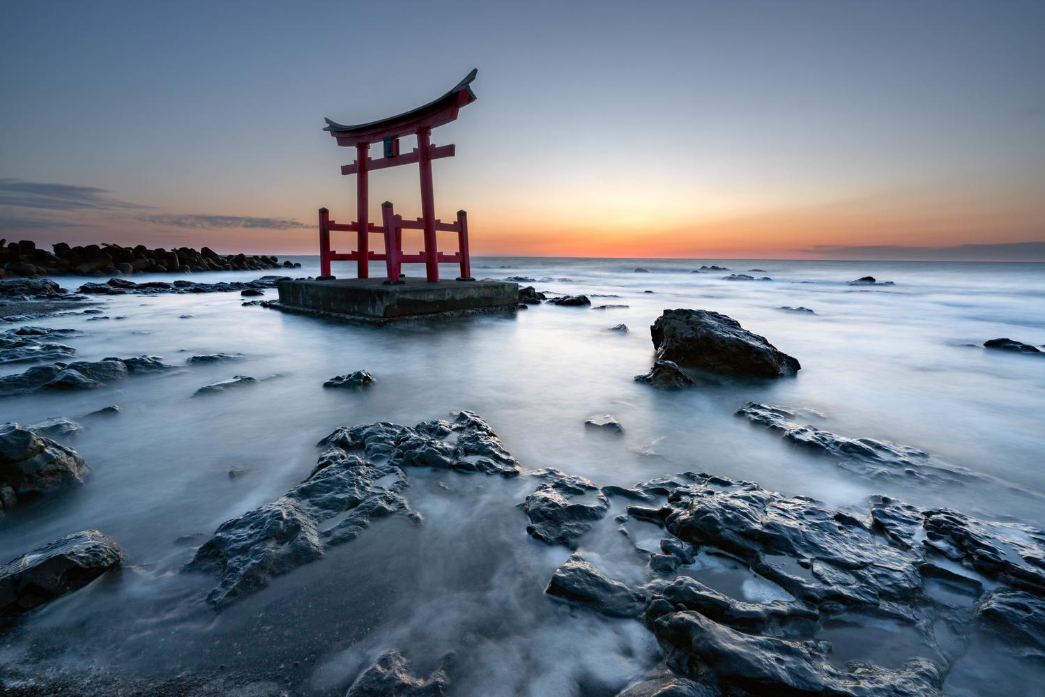 Beautiful coast by Roy Iwasaki