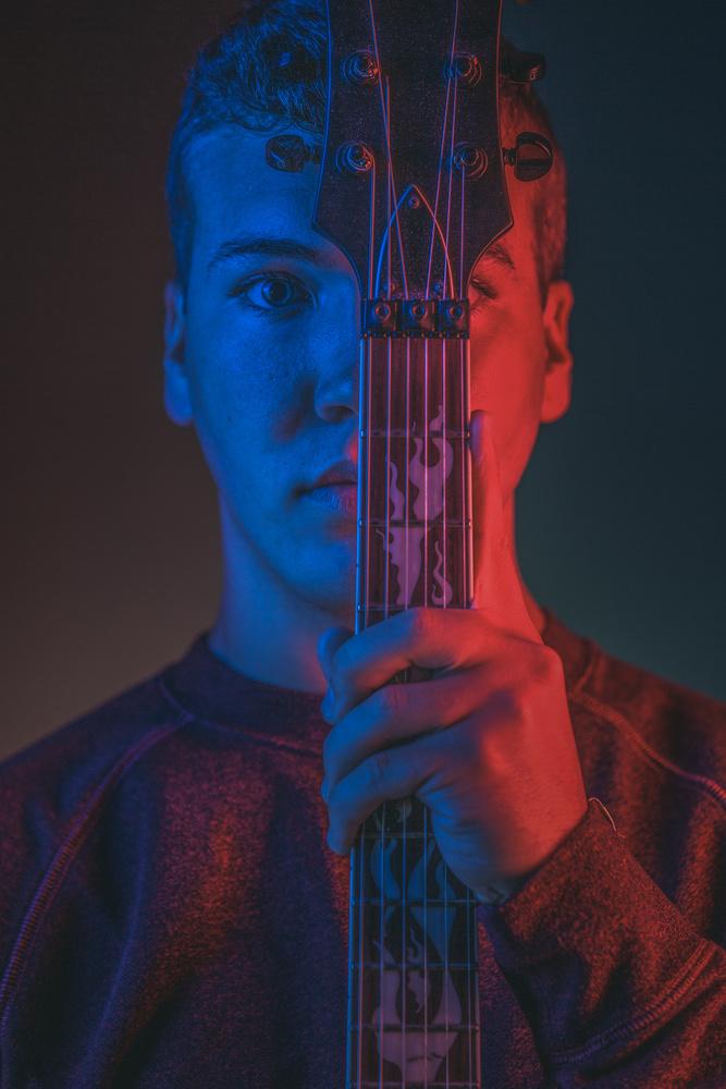Play guitar by Dan Rowe