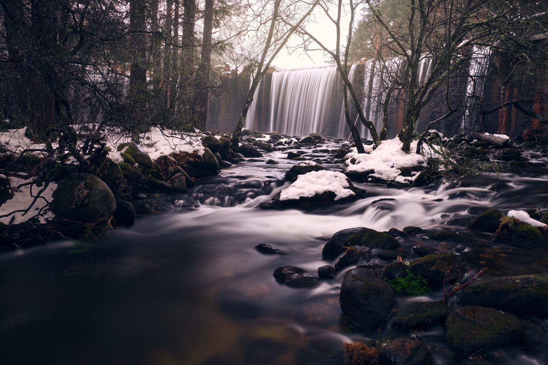 Waterfall of the Pradillo dam by Prince Berkoh