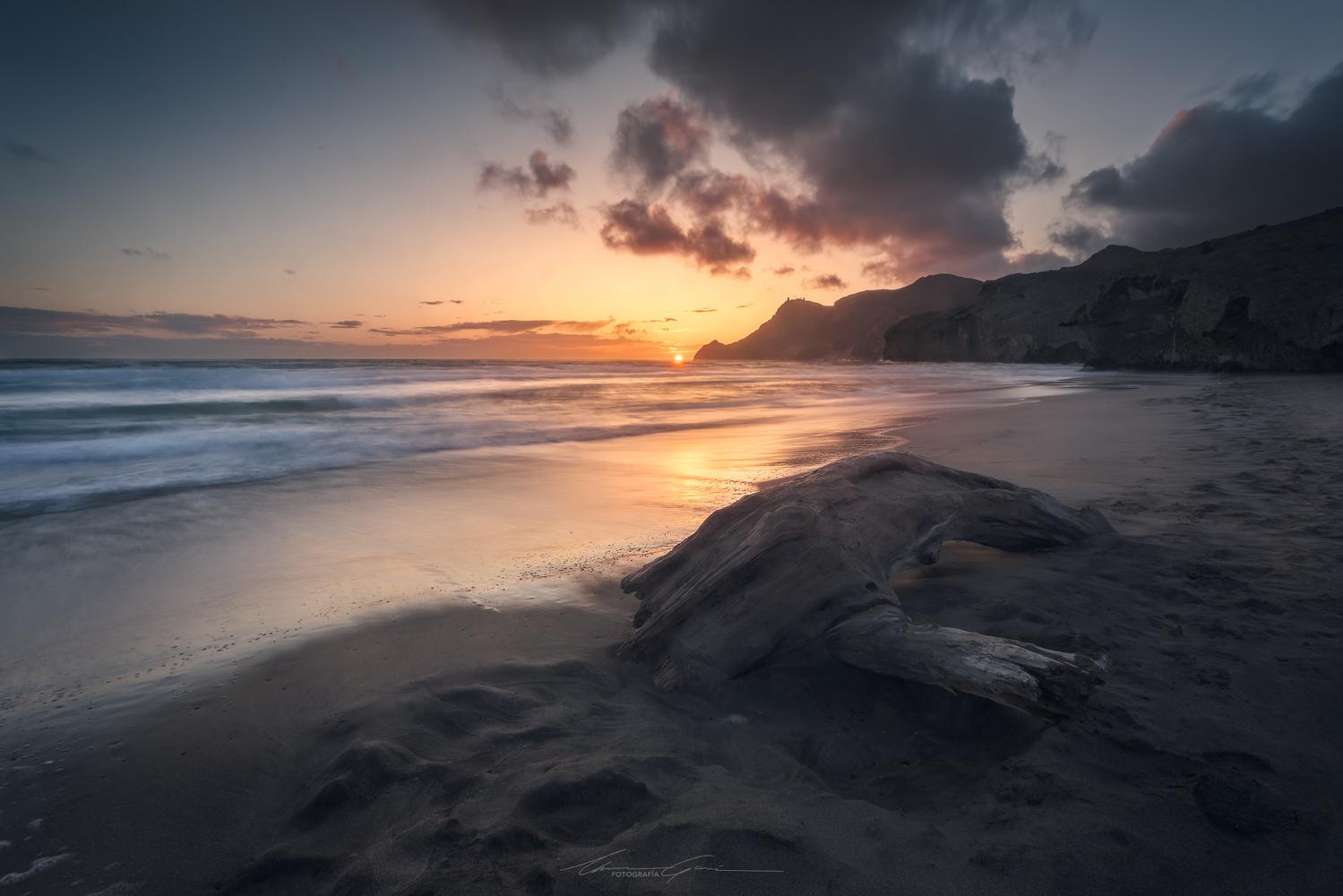 The last moments of light by Manu García