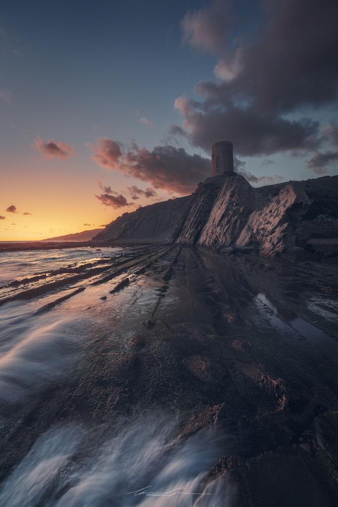 The watchtower by Manu García