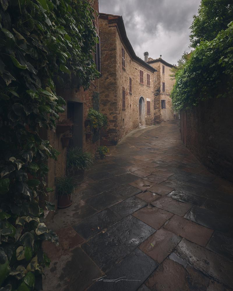 Rain in Tuscany by Manu García
