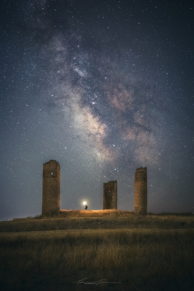 Amid giants by Manu García