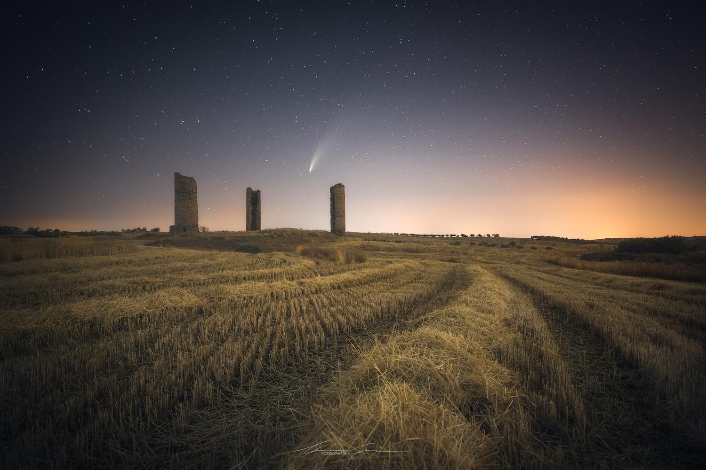 Harvest in Comet's time by Manu García