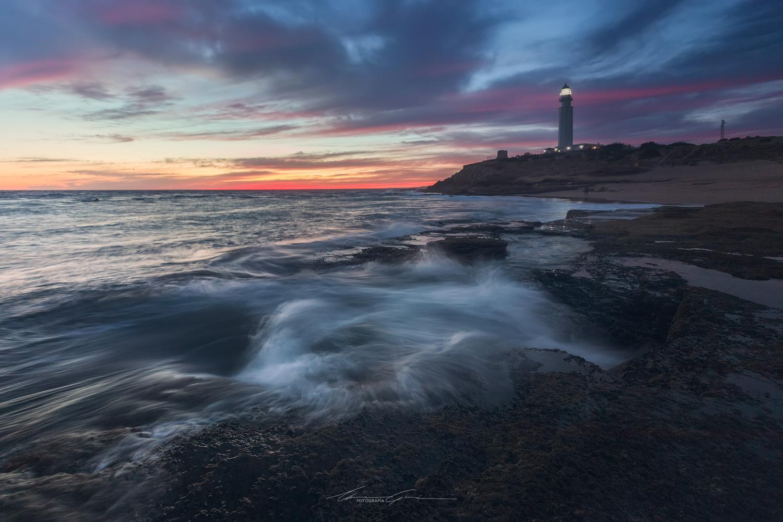 Trafalgar dusky waves by Manu García