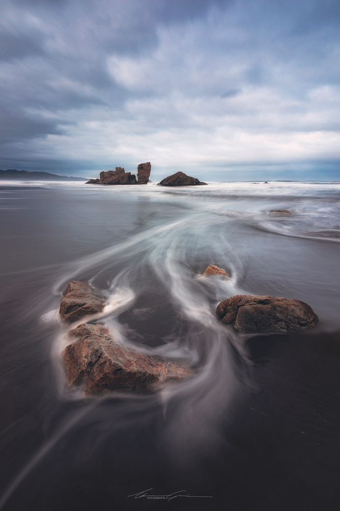 Gone with the waves by Manu García