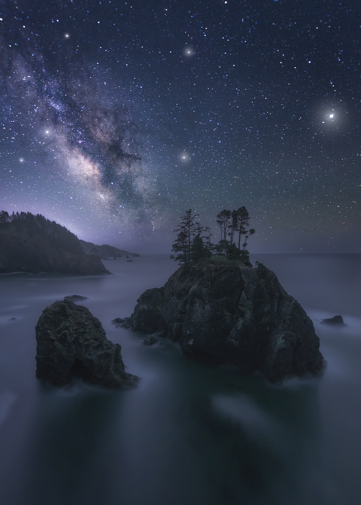 Oregon´s Night by Hugo Valle