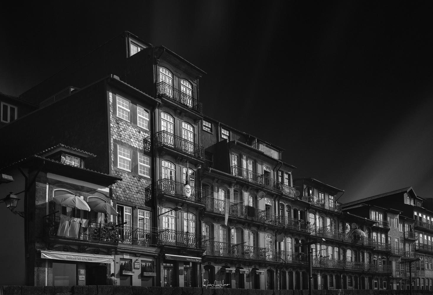 Oporto in black by Jose Luis Llano