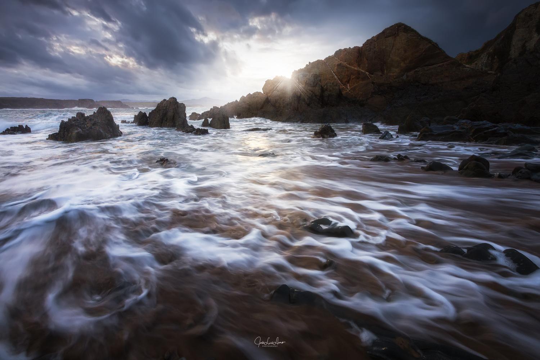Light & waves by Jose Luis Llano