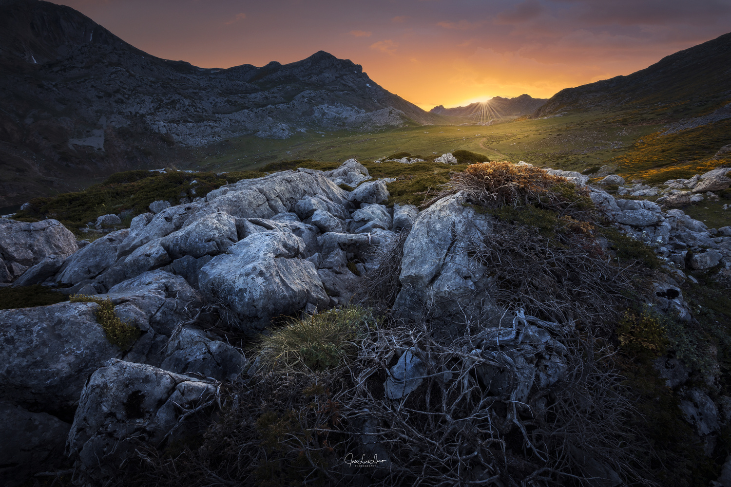 Sunset over the peaks by Jose Luis Llano