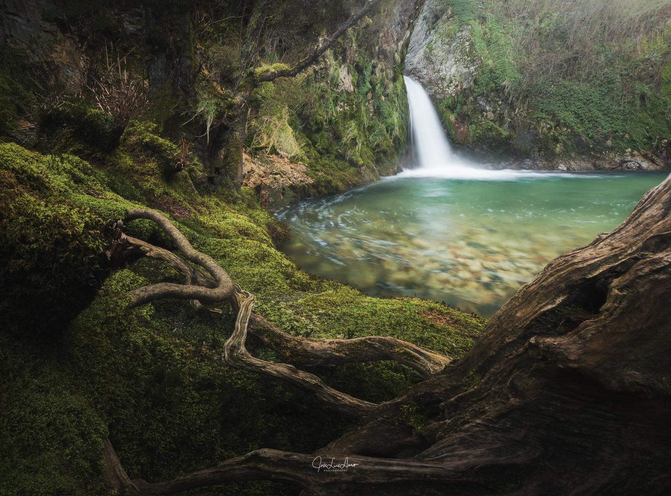 Barayo River. by Jose Luis Llano