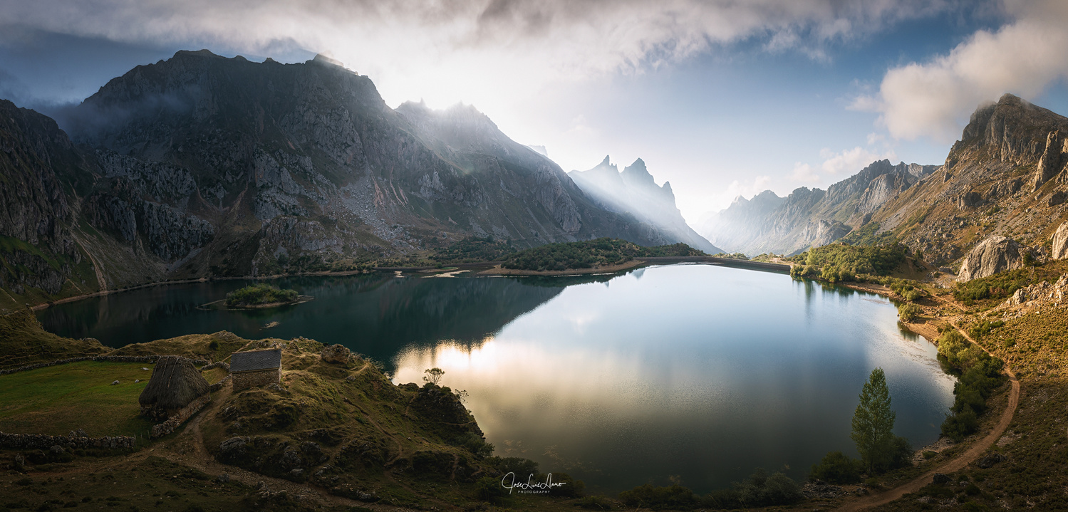 Lago del Valle by Jose Luis Llano