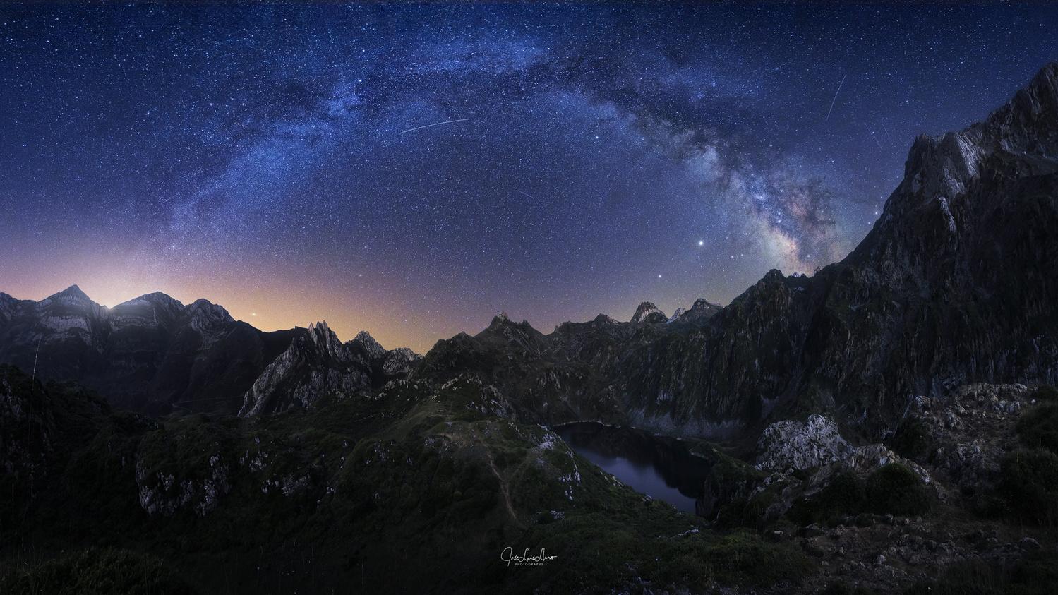 Saliencia Lakes by Jose Luis Llano