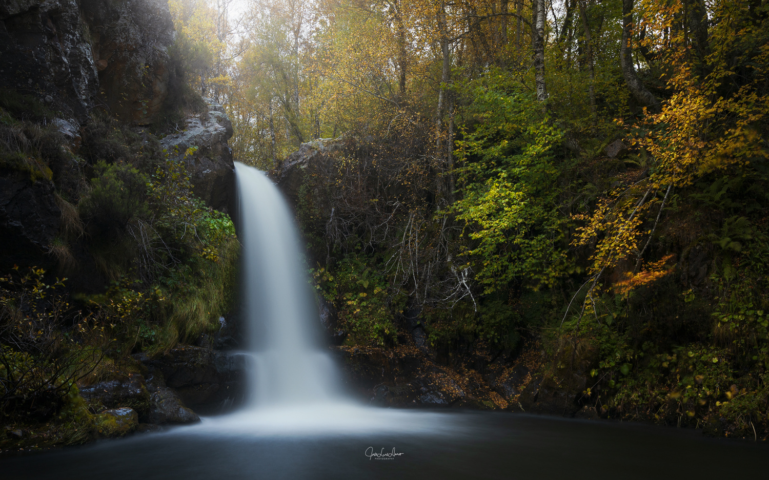 Forfogones waterfall by Jose Luis Llano