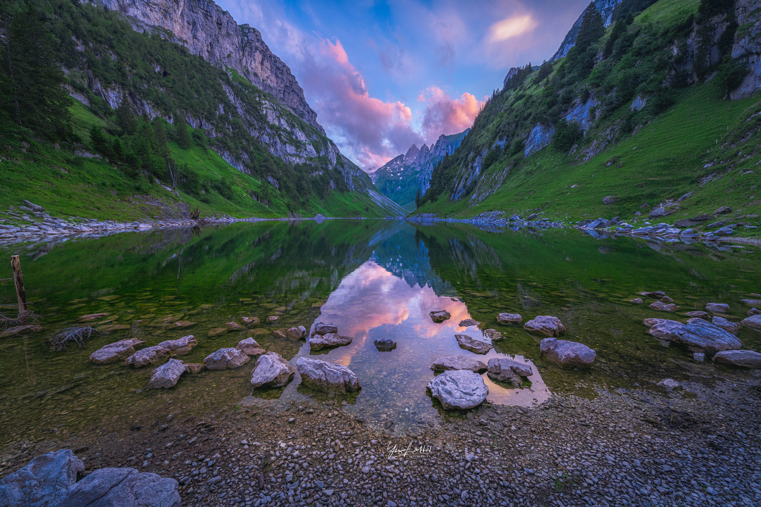 Sunet in Fälensee by Yaz Loukhal