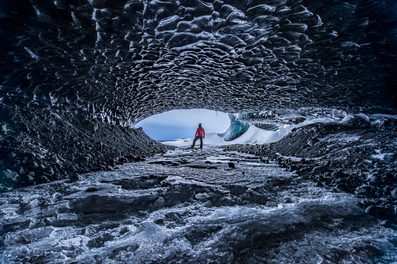 Ice cave of Iceland by Yaz Loukhal