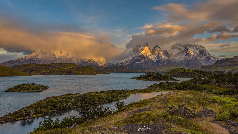 Torre del Paine sunrise by Yaz Loukhal