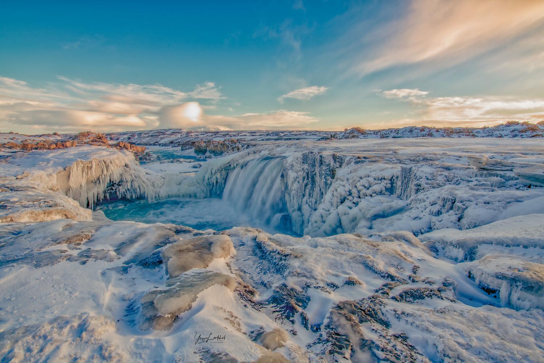 Frozen world by Yaz Loukhal
