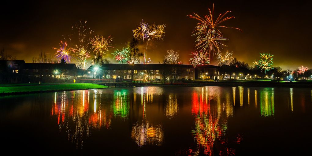 Four seconds of fireworks at new year 2016 by Nando Harmsen