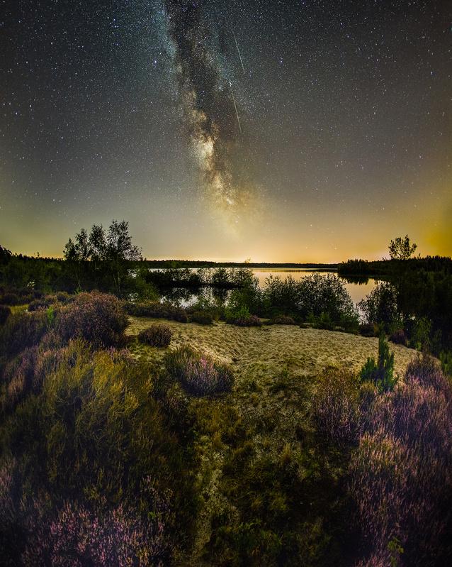 Perseids meteors ahead by Nando Harmsen