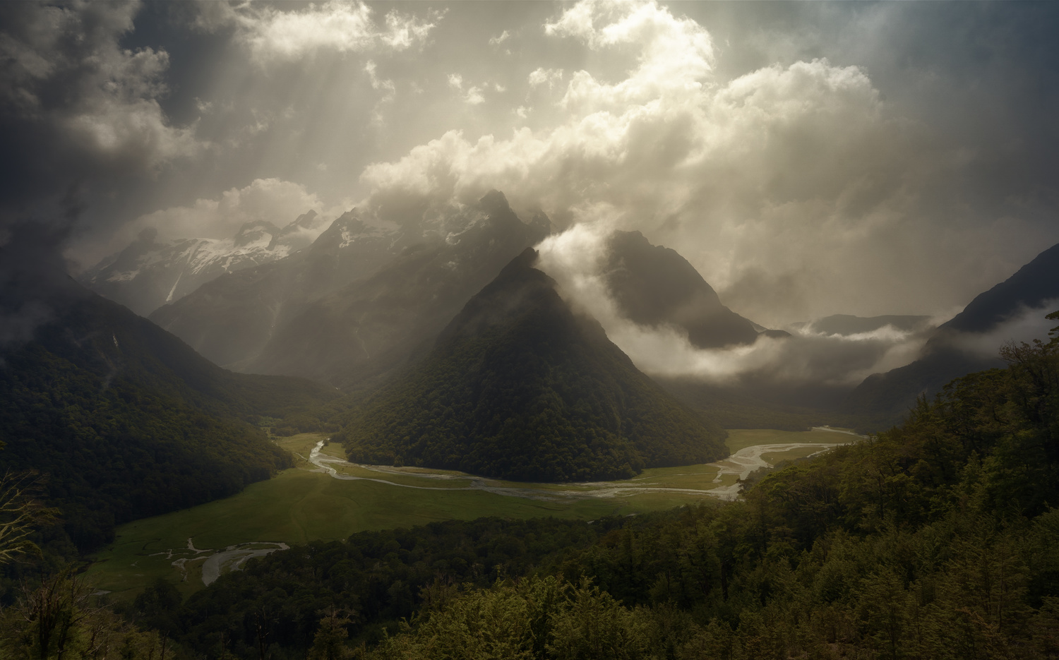 Routeburn Flats fighting the strong light by DaniGviews /Daniel