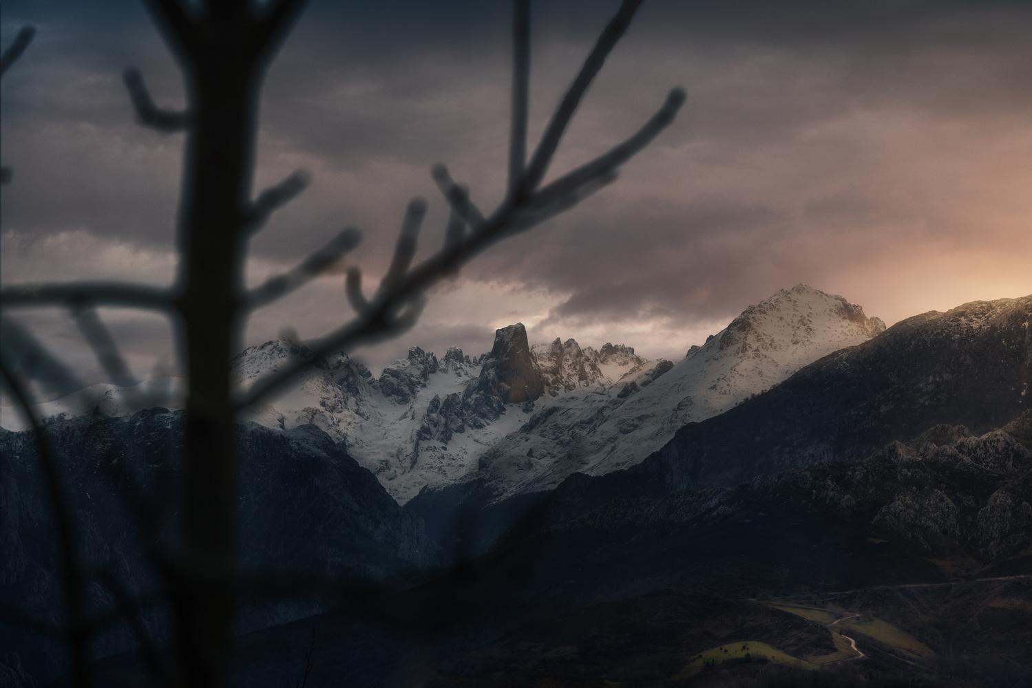 Last rays of light on Picu Urriellu by DaniGviews /Daniel