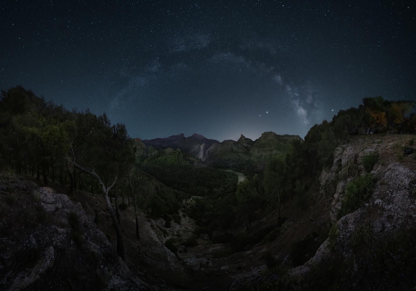 Milky way over Desfiladero de los Gaitanes by DaniGviews /Daniel