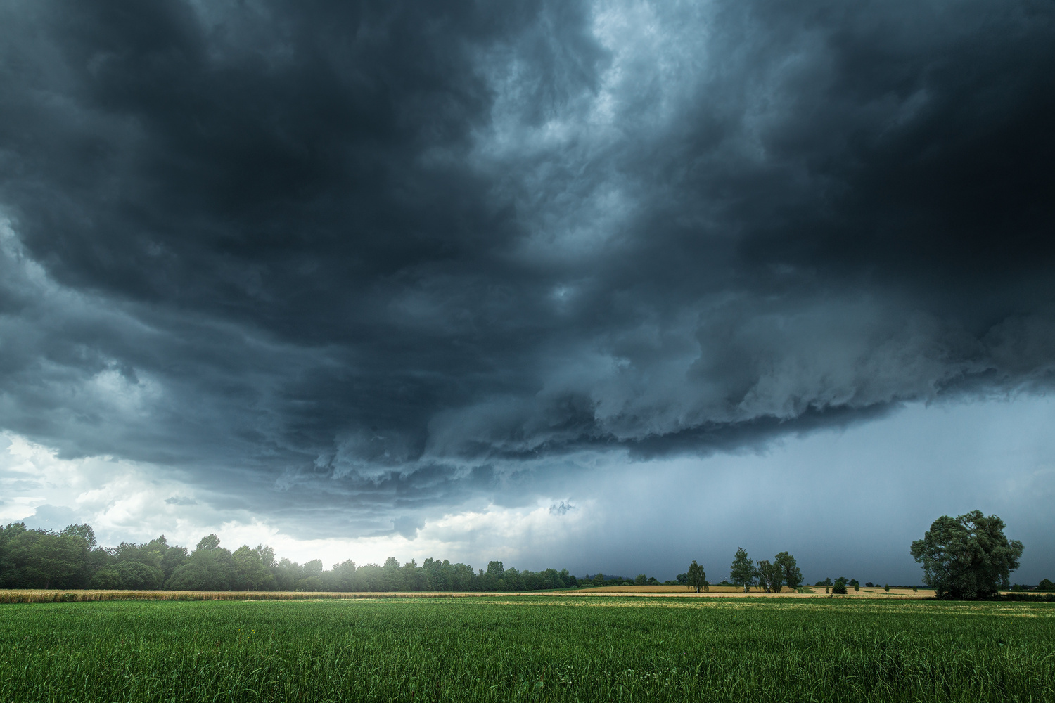 Thunderstorm approaching by Christian Möhrle