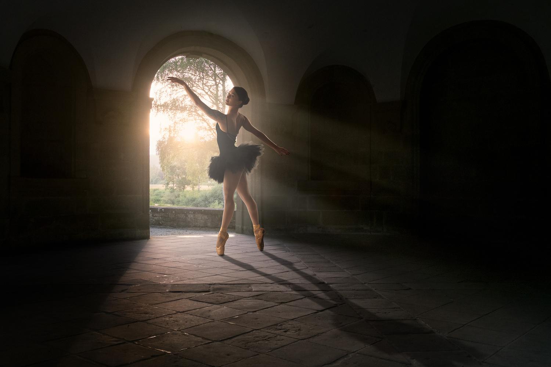 Magical light dance by Arjen Roos